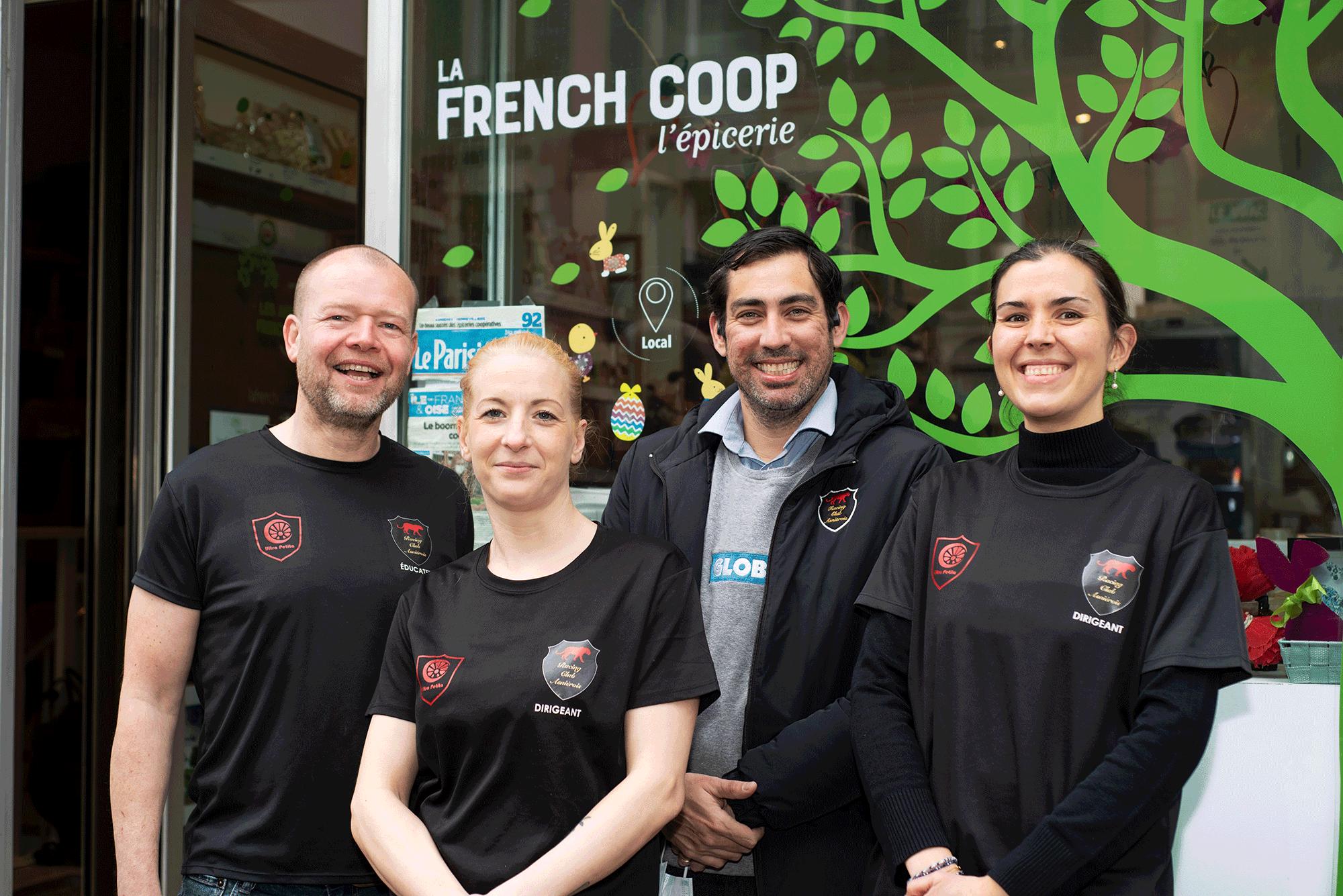 Les Quatre Fantastiques : Pascal, Marjolaine, Ignacio et Mathilde devant l'épicerie La French Coop. Photo : Mary-Lou Mauricio